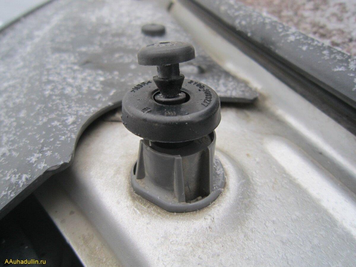 Резиновую ёлочку со втулкой клапанной крышки примерим на крепление