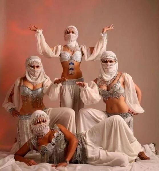 Блондинка групповое арабы — photo 12