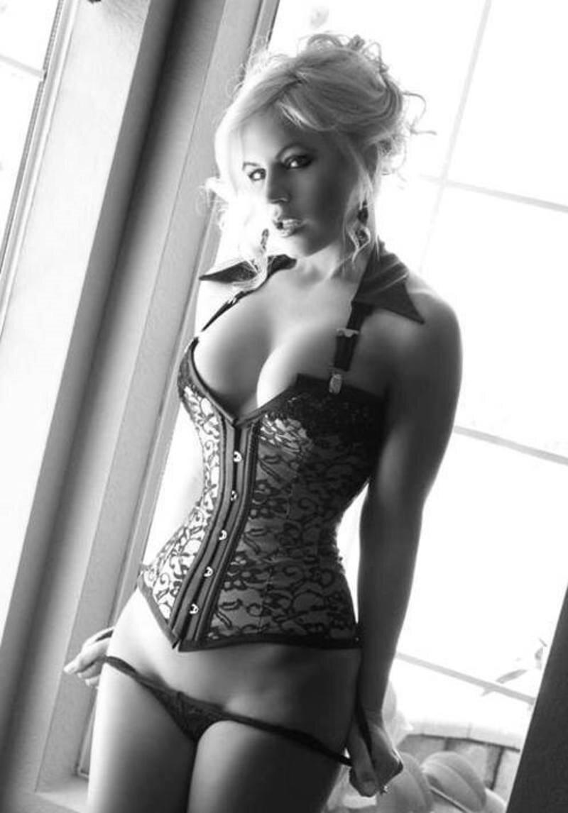 Красивые девушки в корсете эро фото