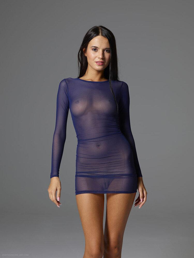 она давай женщина в прозрачном платье порно фото метод