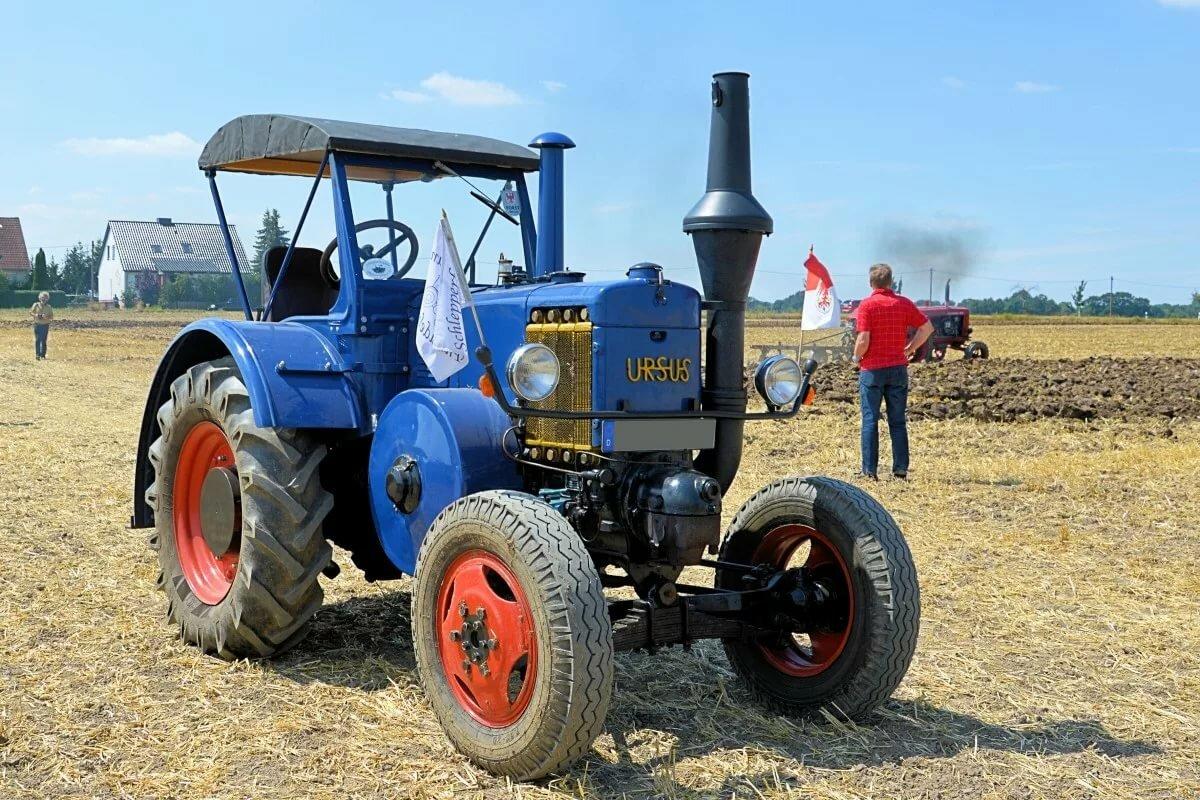 трактора разные фото огромном участке