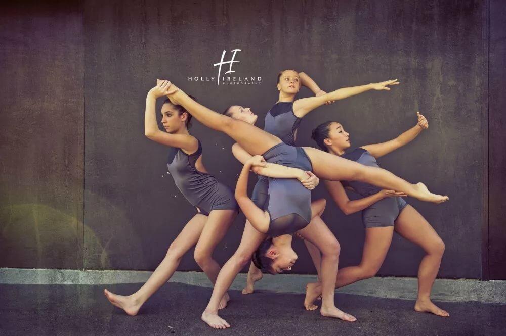 поступь позы для фотографии танцевальным коллективом придания более