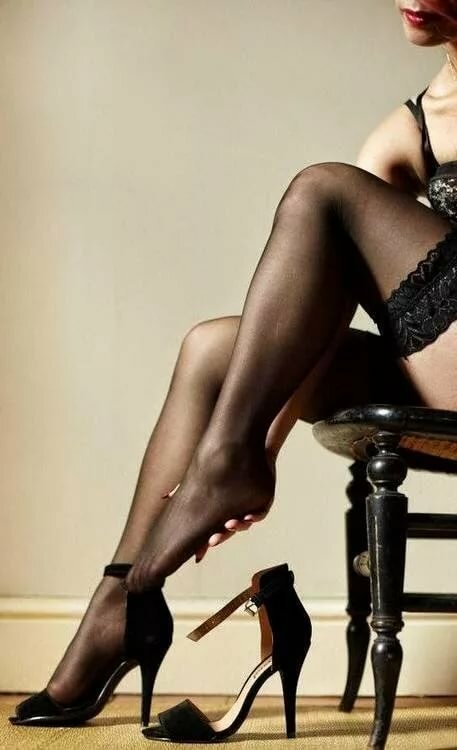целуем женские ножки в колготках фото - 1