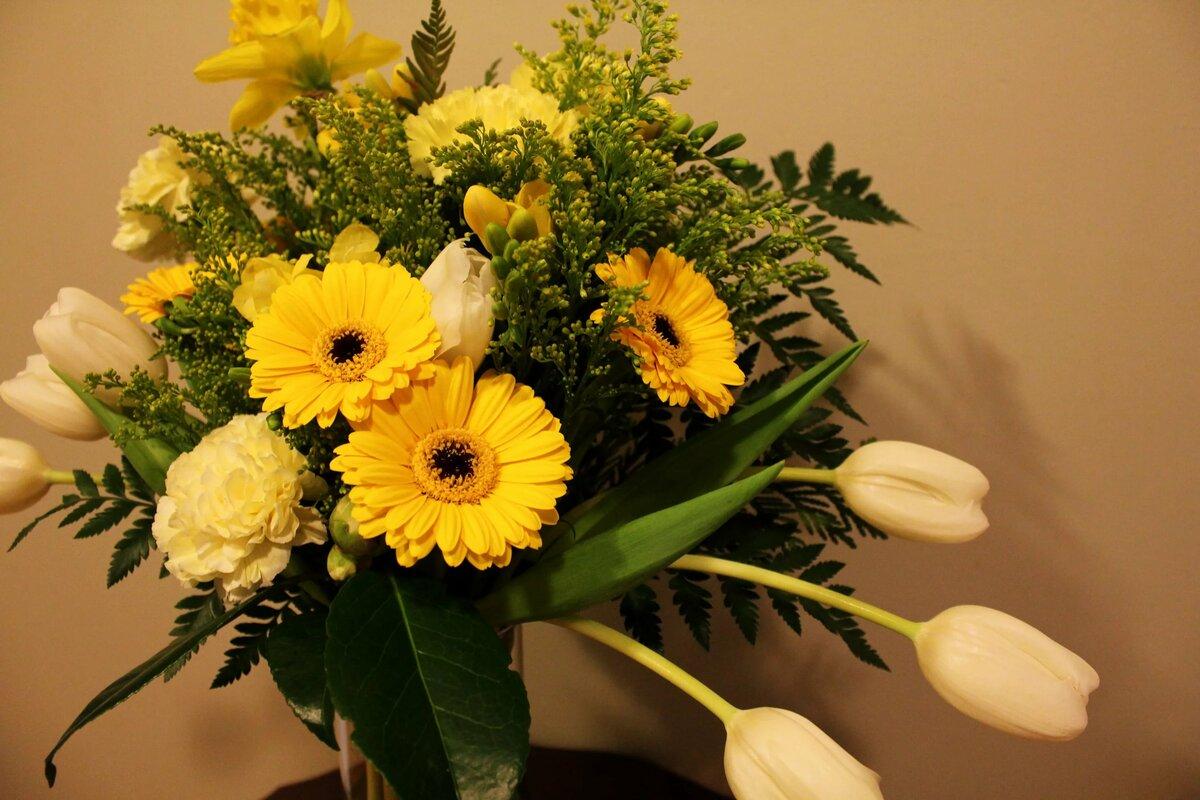 Фото букет цветов желтого света