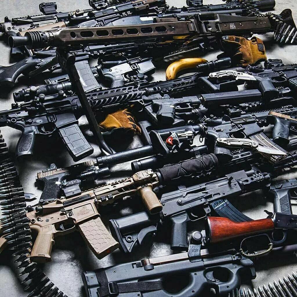Картинка куча оружия