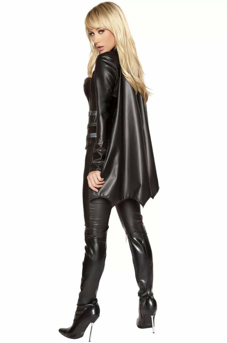 Девушка в кожаной одежде — 8