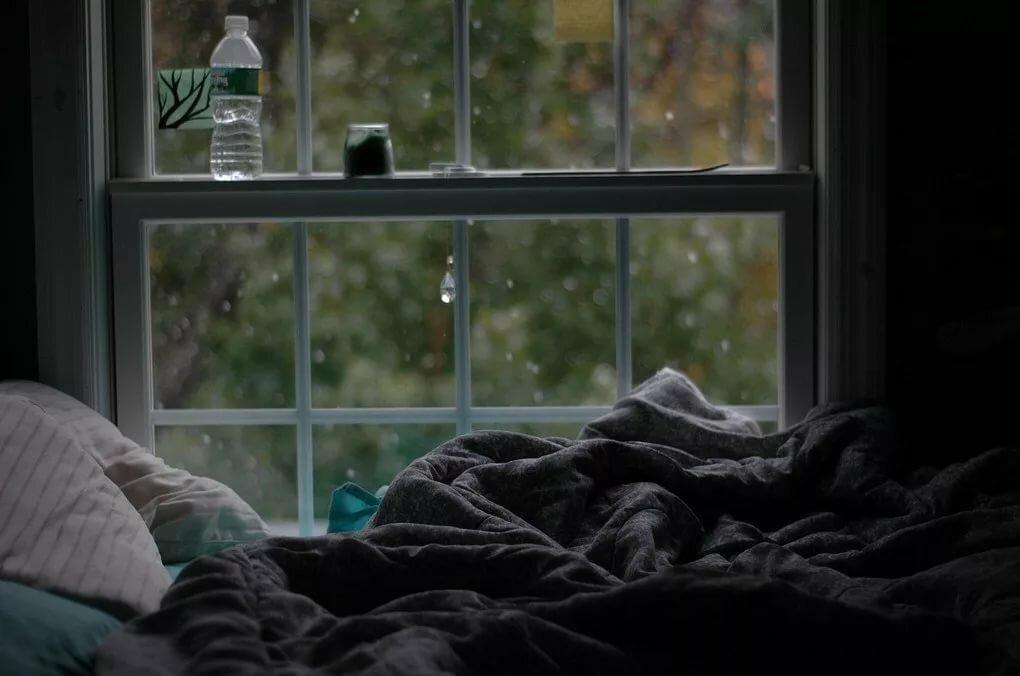 годик по-нашему-один картинка кровати возле окна с дождем нити используются