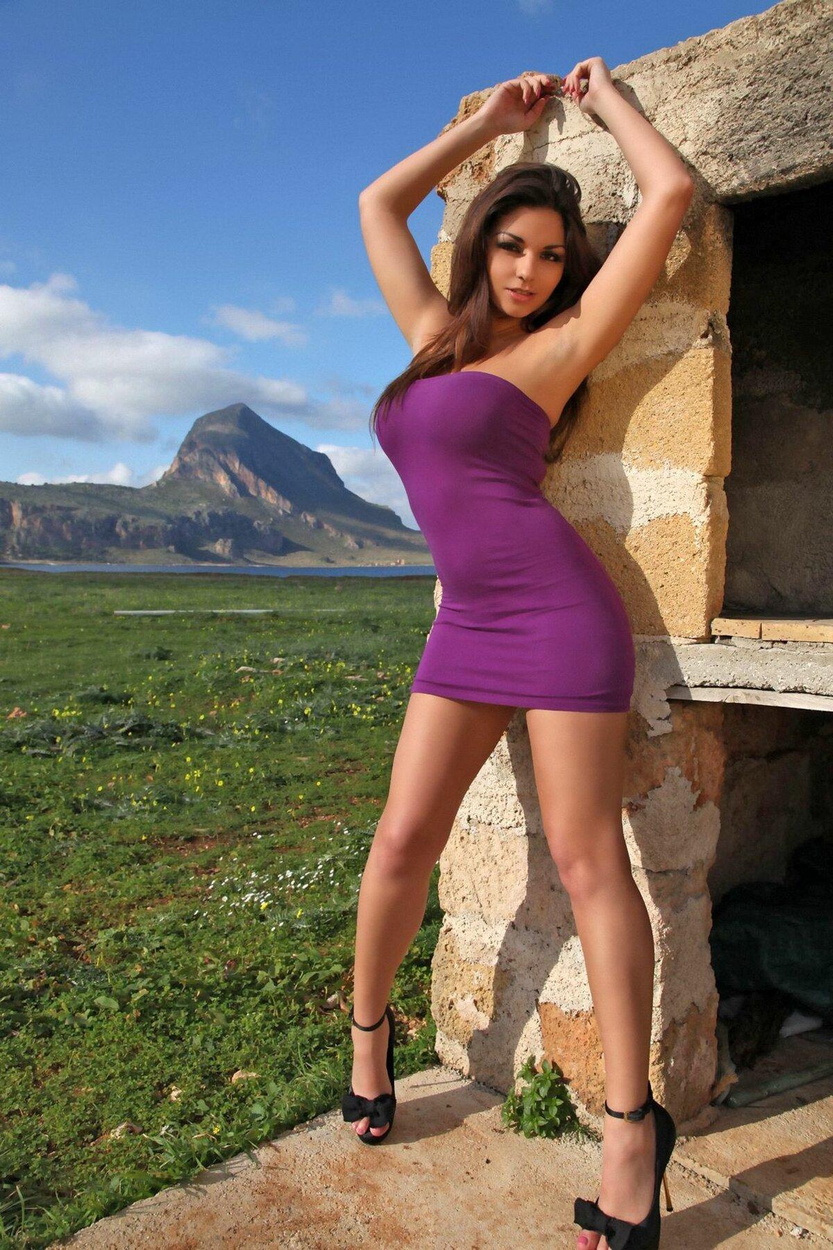 Мужики эро фото девушек коротком платье русское