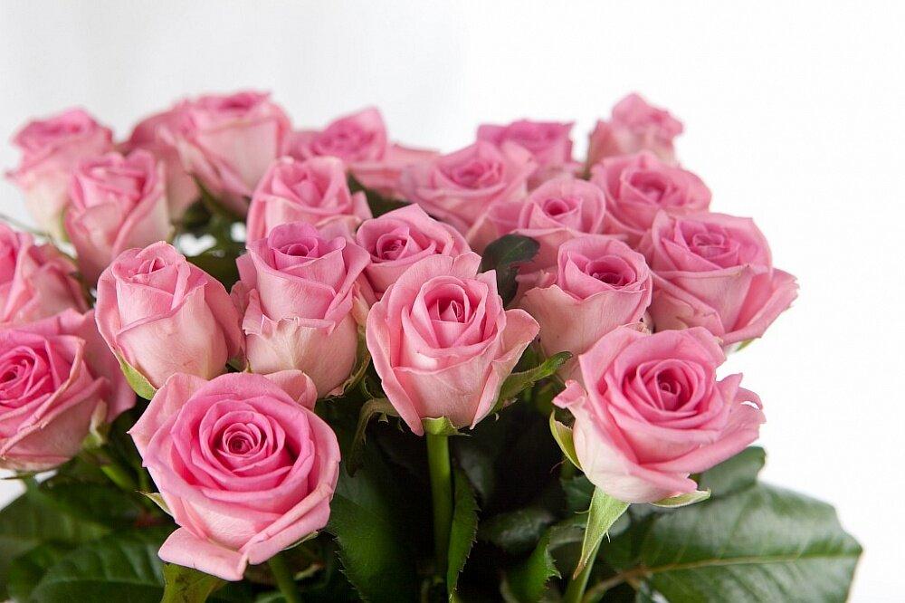 Открытки с днем рождения женщине розы розовые, надписью люблю тебя