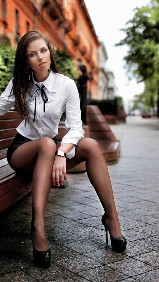 ulitsa-devushka-kolgotki-foto-svingeri-v-smolenske
