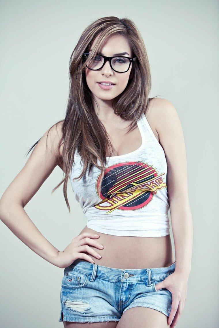 nerdy-girl-true-babes-white-flesh-pussy