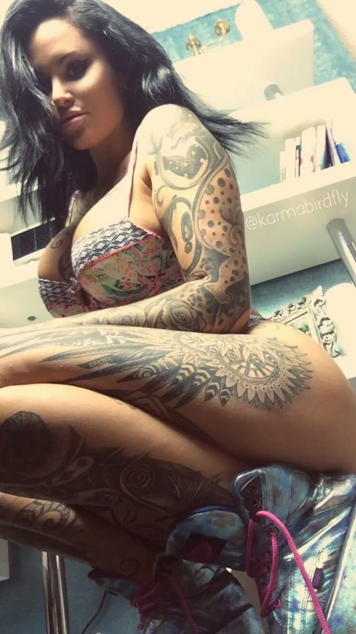 skinny-hot-tattoo-women-pussy-bisexual
