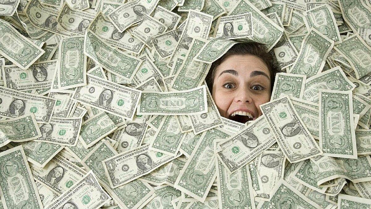 Днем омона, картинка с горой денег