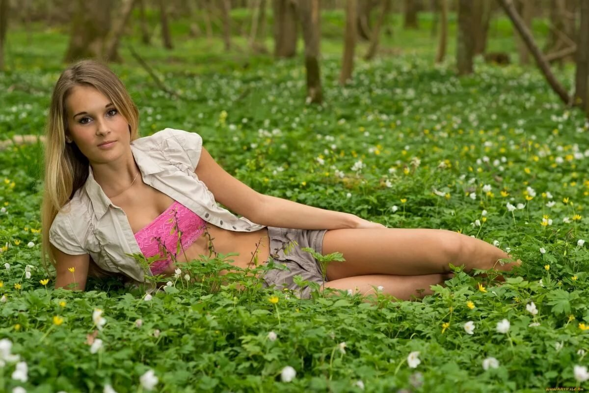 русская девка на природе - 6