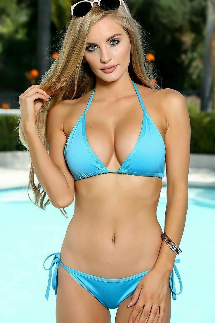 sexy-girls-on-a-bikini