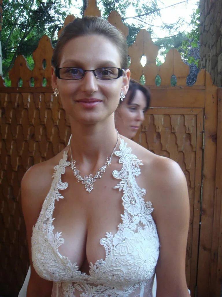 Жены с большой грудью в декольте, массажист возбуждает телочку