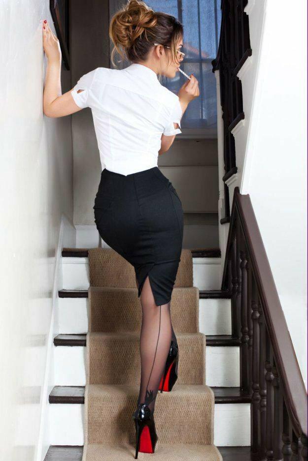 foto-devushek-v-dlinnoy-yubke-v-ofise-s-bolshoy-grudyu-video-semki-eroticheskih-fotosessiy