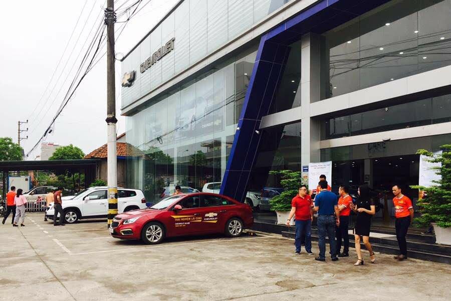 CHEVROLET HÀ NỘI - CHEVROLET QUẬN HÀ ĐÔNG - CHEVROLET HÀ NỘI  Vào ngày 12/12/2014, tập đoàn GM Việt Nam đã khai trương showroom với tổng số vốn 2 triệu USD. Điều này thể hiện tham vọng đẩy mạnh thị phần thị trường ôtô Việt Nam.  👉 Xem thêm tại đây: https://dailyxe.com.vn/showroom/dai-ly-chevrolet-ha-noi-quan-ha-dong-ha-noi-3h.html  Chevrolet Hà Nội cũng là đại lý xe hiện đại nhất của tập đoàn GM tại thị trường Việt Nam. Khi khai trương đại lý này sẽ giúp mở rộng phạm vi hoạt động của hãng Chevrolet tại thị trường Hà Nội nhằm phục vụ tốt hiệu quả cho các khách hàng về vấn đề bán hàng và sản phẩm dịch vụ hậu mãi.  👉 Xem tiếp tại đây: https://trello.com/c/fe3SKOOL/15-chevrolet-ha-noi-chevrolet-quan-ha-dong-chevrolet-ha-noi  Với số vốn đầu tư gần 2 triệu USD, showroom Chevrolet Hà Nội được xây dựng theo tiêu chuẩn của tập đoàn Chevrolet toàn cầu tại Yên Nghĩa, Hà Đông, Hà Nội. Đồng thời đây cũng là một trong những showroom Chevrolet quy mô nhất tại thị trường Việt Nam sở hữu tổng diện tích xây dựng 4.400m2 gồm xưởng dịch vụ rộng tới tới 2000m2 cùng phòng trưng bày 500m2.  👉 Xem hình ảnh tại đây: https://www.scoop.it/t/gia-xe-chevrolet-colorado-mua-xe-chevrolet-colorado-tra-gop/p/4104750197/2019/01/18/chevrolet-ha-noi-chevrolet-ha-ong  Chevrolet Hà Nội còn được trang bị cơ sở vật chất và các trang thiết bị hiện đại, đầy tiện nghi nhằm mang tới dịch vụ khách hàng đẳng cấp và cùng các sản phẩm thuộc danh mục sản phẩm toàn cầu có thương hiệu Chevrolet.  👉 Xem ngay: https://www.reddit.com/user/dailyxechevrolet/comments/ah8pb1/chevrolet_ha_noi_chevrolet_ha_dong_chevrolet_viet/  Đại diện của đại lý Chevrolet Hà Nội là ông Lê Hữu Việt đã phát biểu: Chính nhờ sự hỗ trợ từ tập đoàn GM vốn là một trong những nhà sản xuất ôtô quy mô lớn nhất thế giới, showroom Chevrolet Hà Nội  👉 Xem tiếp: https://twitter.com/giachevrolet/status/1086186037360046081