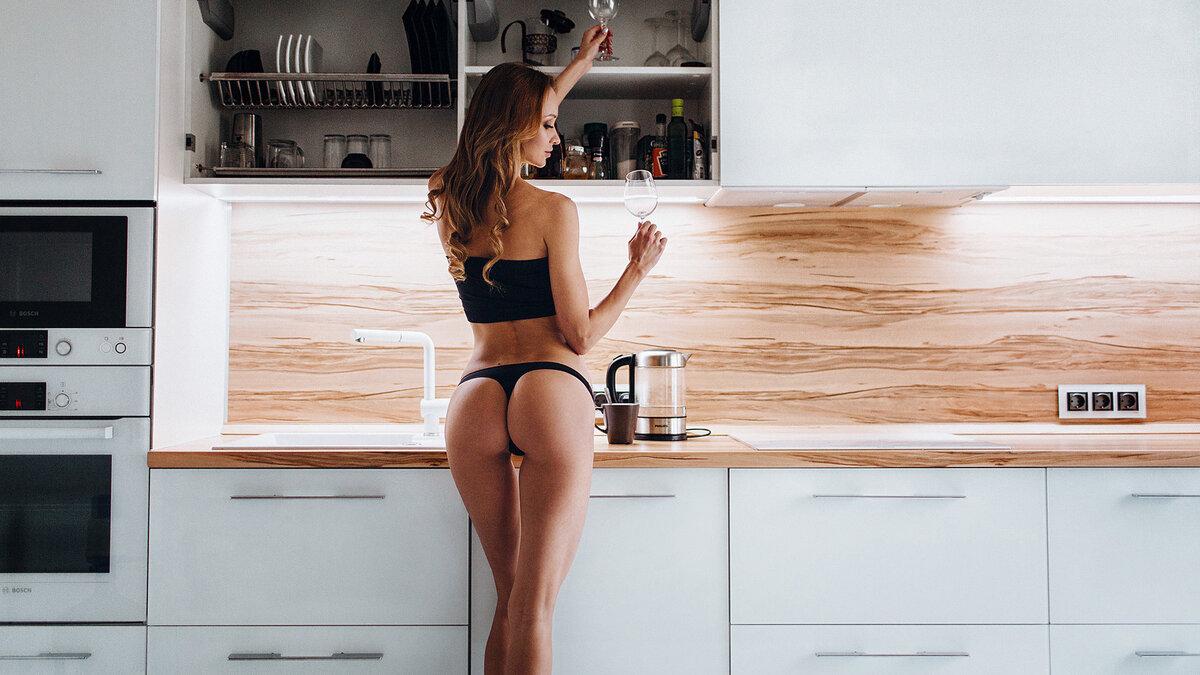 В попку на кухне фото, порно с военной в чулках