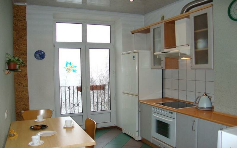 объединение кухни с балконом французские двери карточка