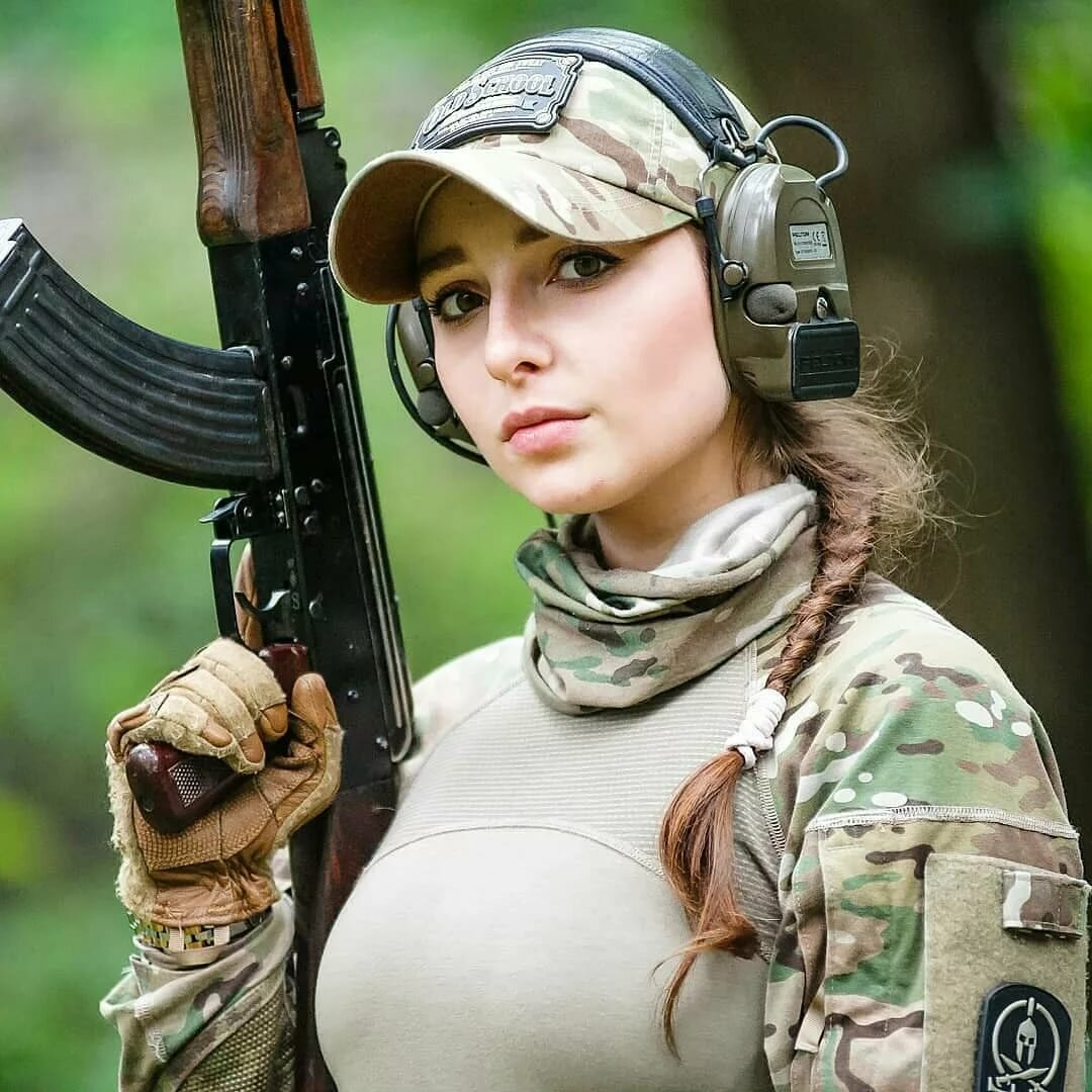 Прикольные картинки девушки военные