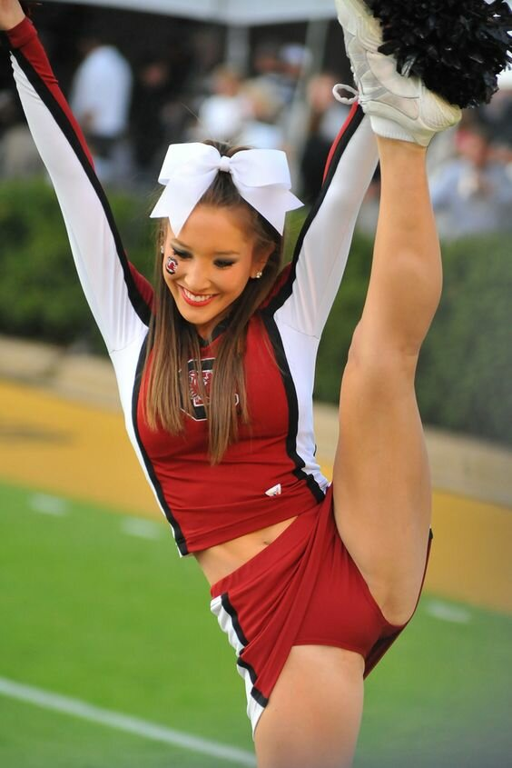 real-cheerleader-flashing