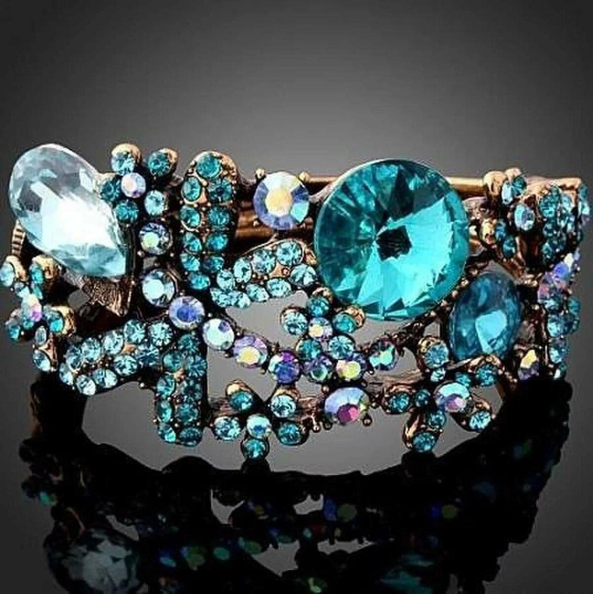 фото дорогих украшений с драгоценными камнями стоматологических клиниках можно