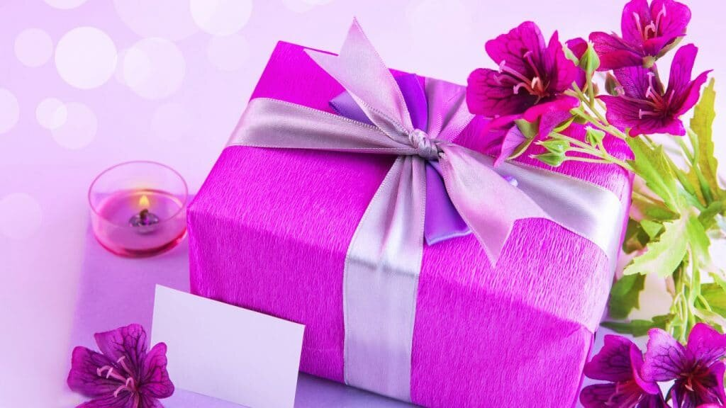 Подарки с днем рождения женщине картинки, открытка