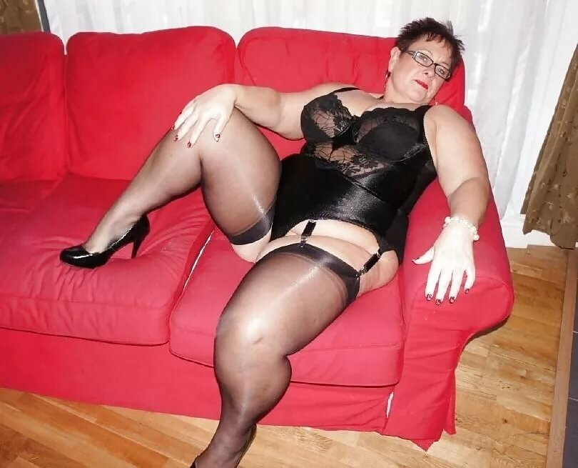 chubby-ladies-in-nylons