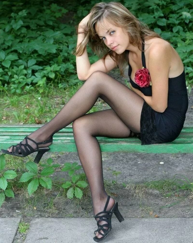 young-girls-in-stockings-heels