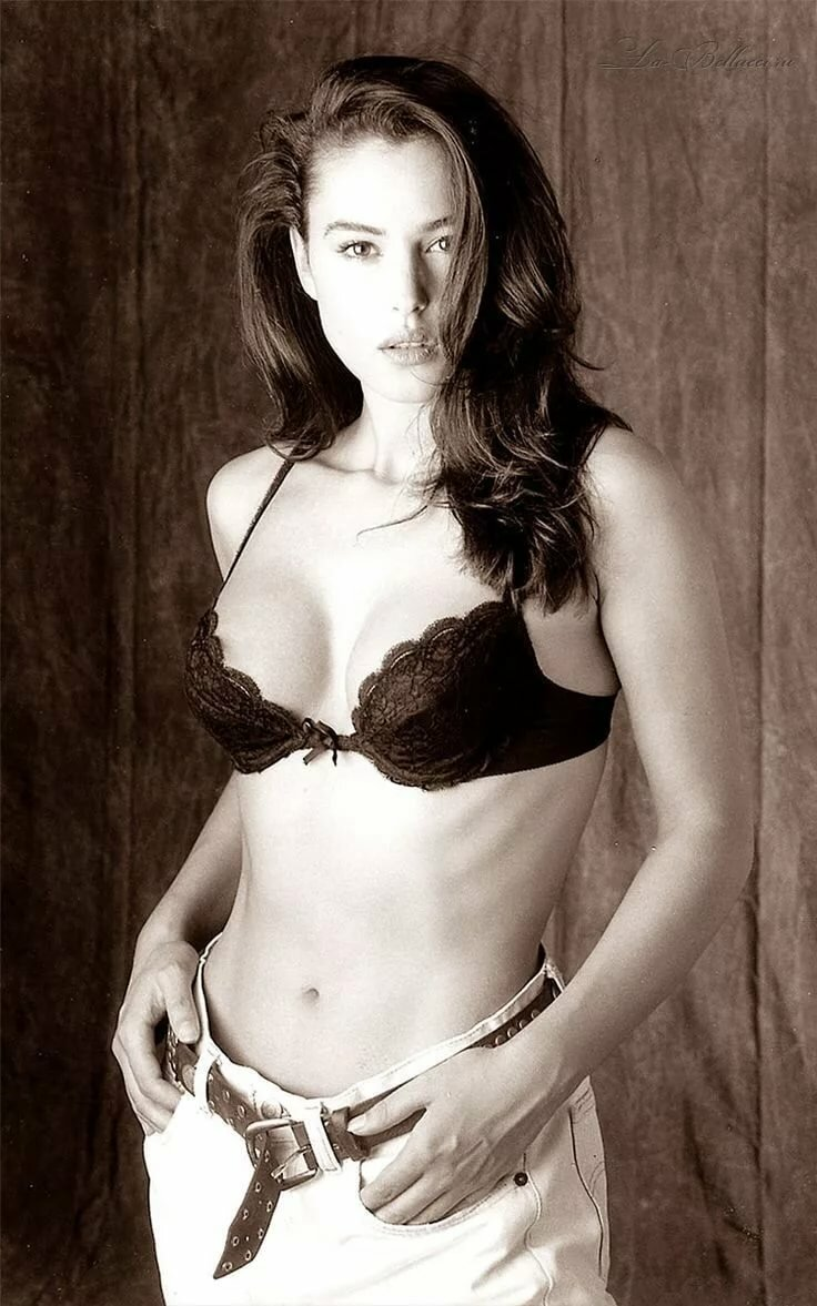 good-erotic-monica-bellucci-hot-stephanie-mcmahon-nude-blo-job