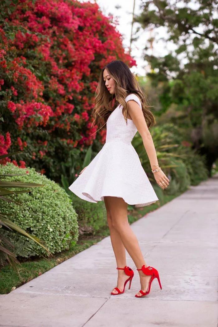 свойства женщина с красными туфлями оголилась полностью фото фото