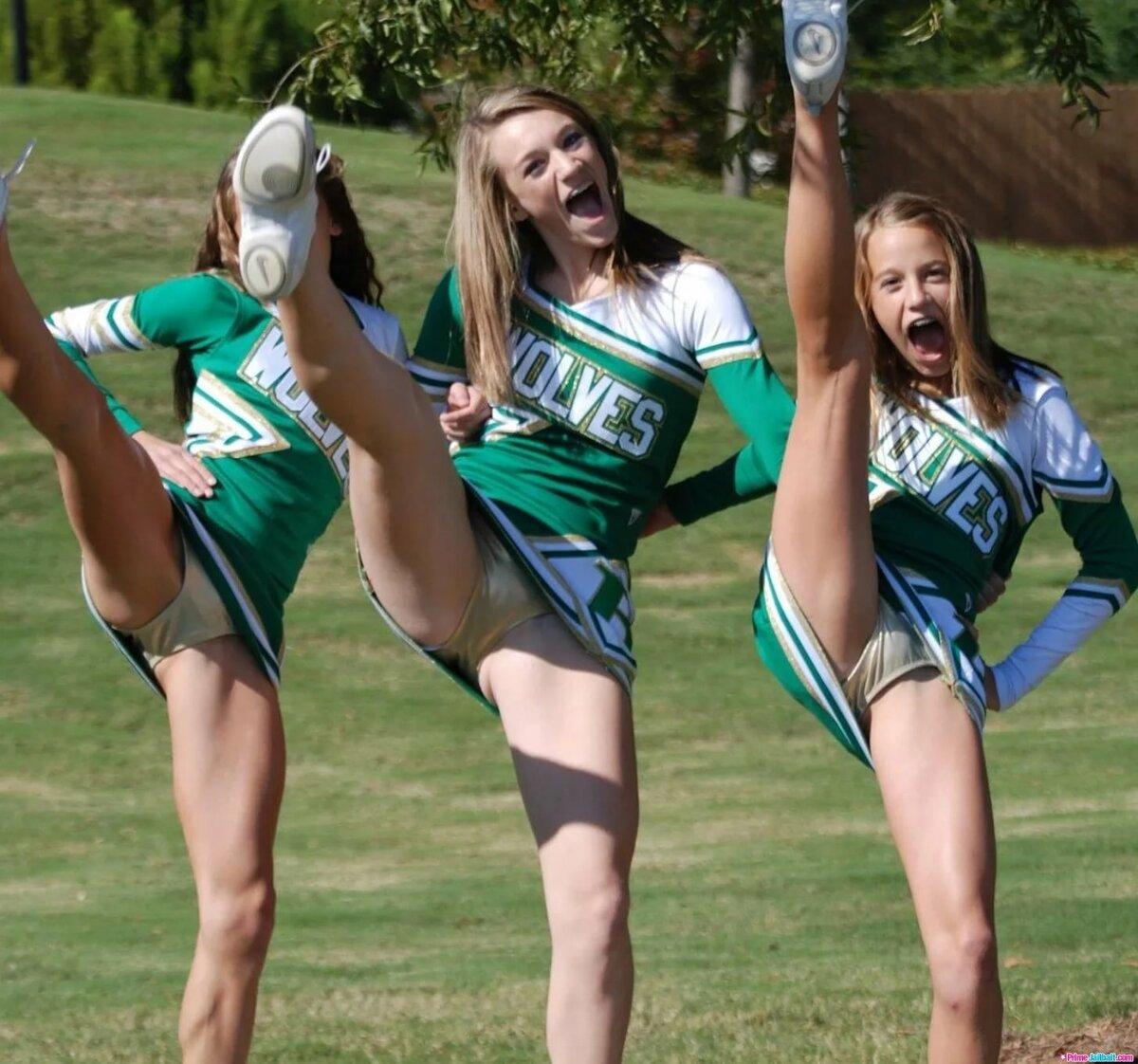 Topless high school cheerleader — img 8
