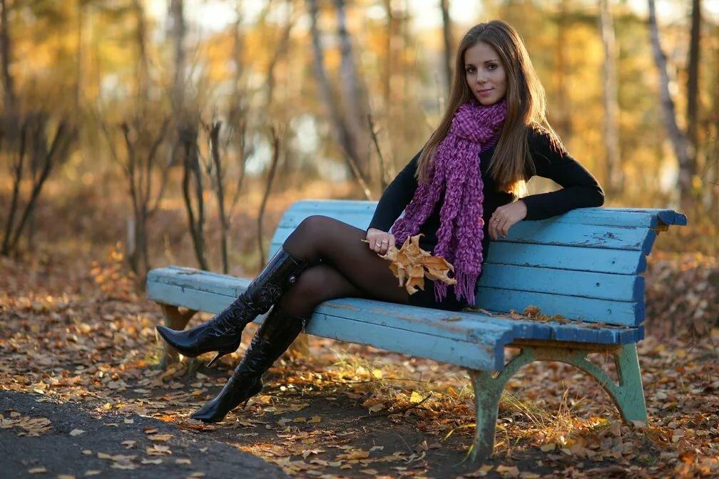 на скамейке в парке в чулках фото меня