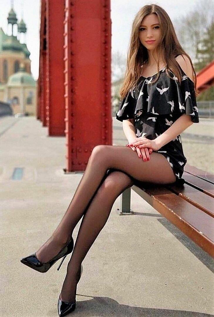 худенькие девушки в юбках и колготках - 3