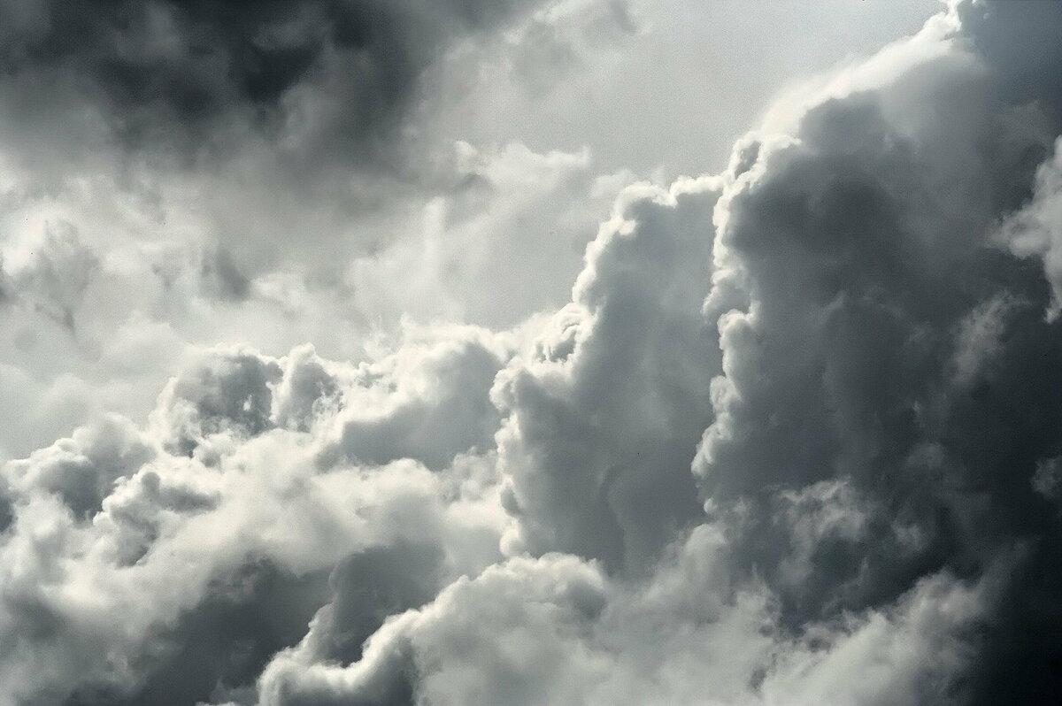 Картинка с серыми облаками