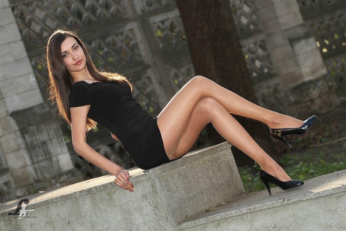 Девушки с красивыми ногами на улице, секс до струйного