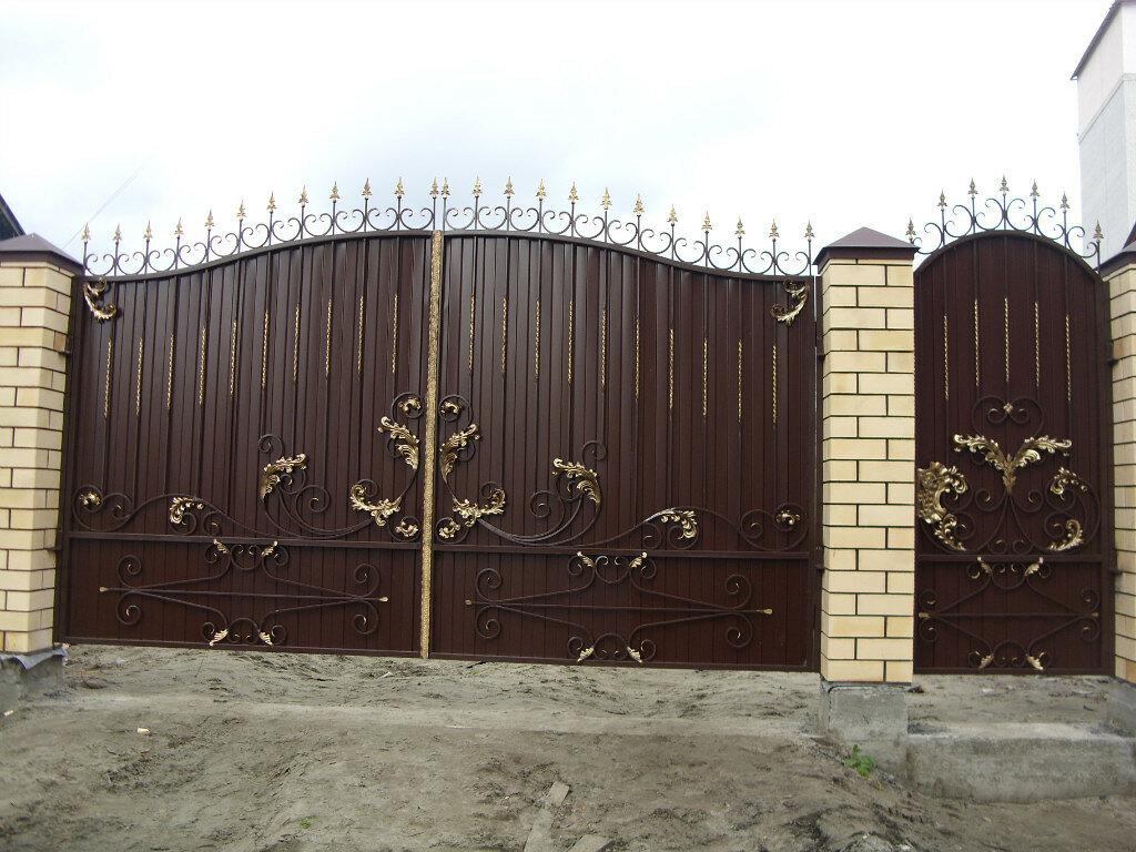 фото кованых ворот с профнастилом