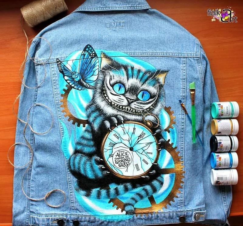 данный рисунок на джинсовой куртке акриловыми красками российской звезды
