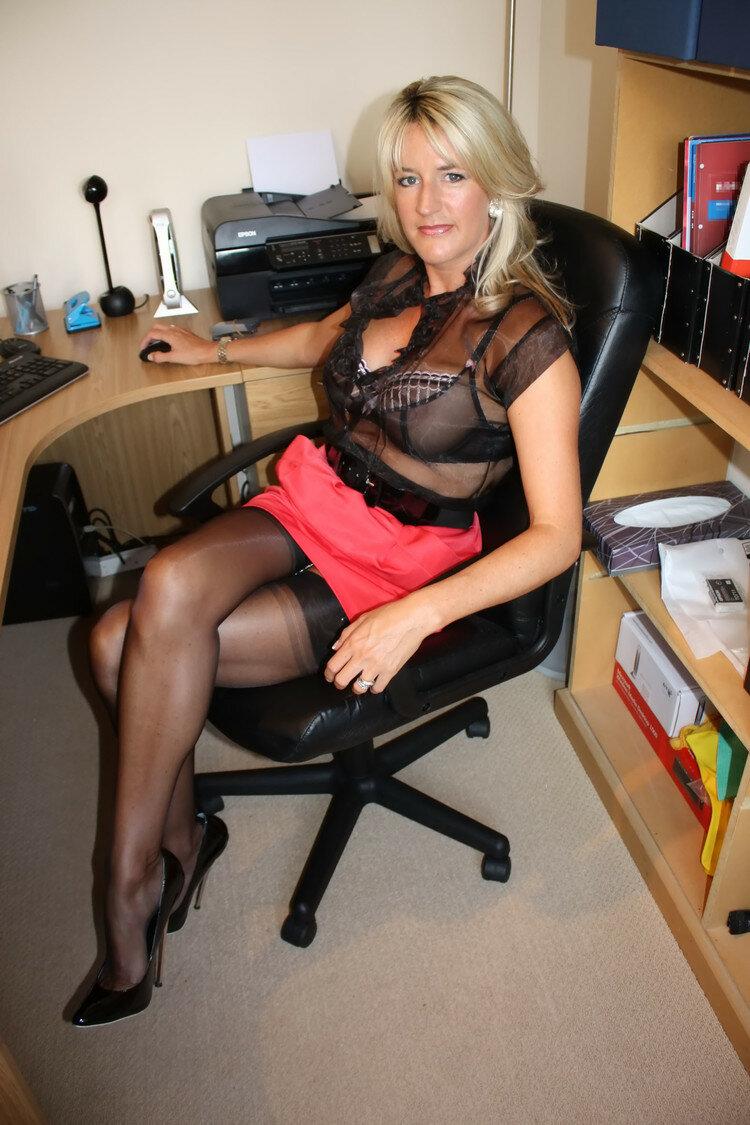 Откровенные фото зрелых секретарш фото