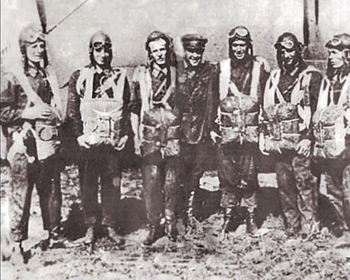 Участники первого воздушного десанта
