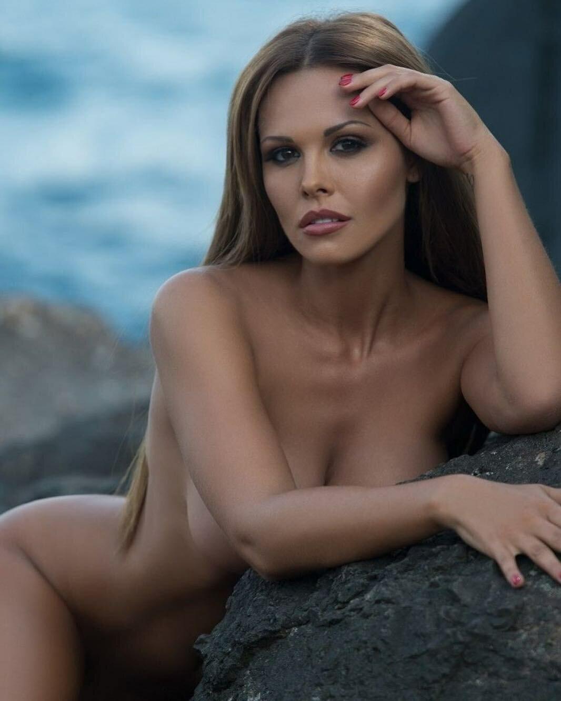 верхний край российский эротический фото затаскивает девицу полиэтилене