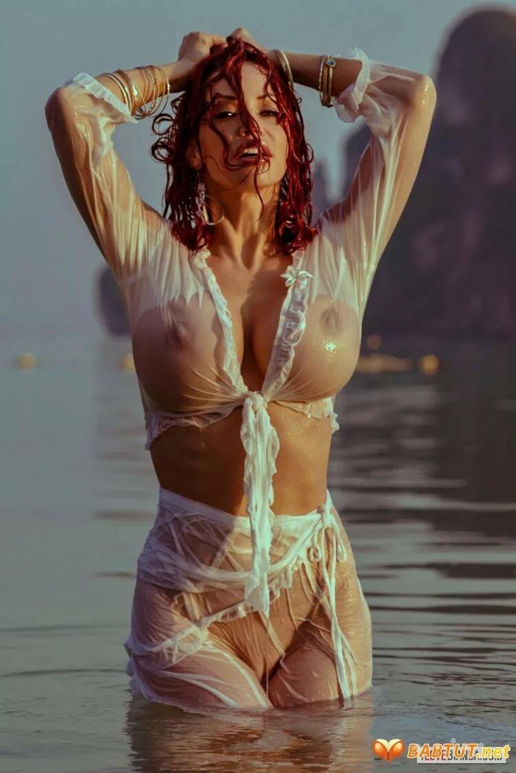 видео голые девушки в прозрачных одеждах танцуют