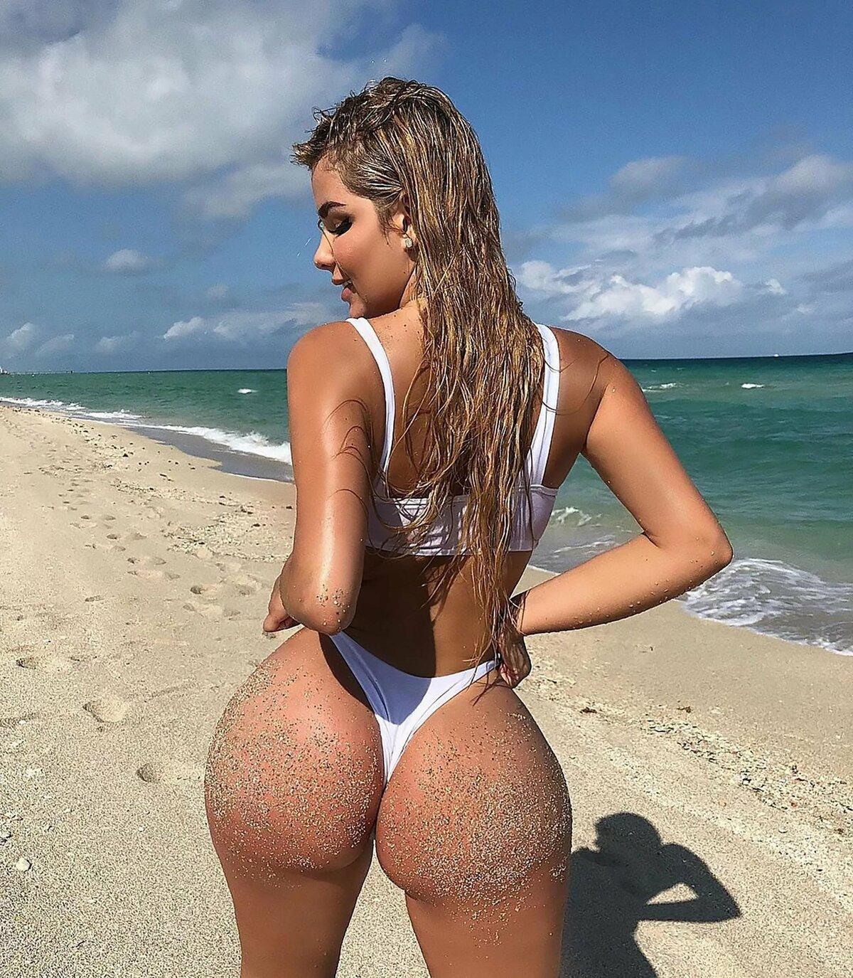 Русские телки трахаются на пляже