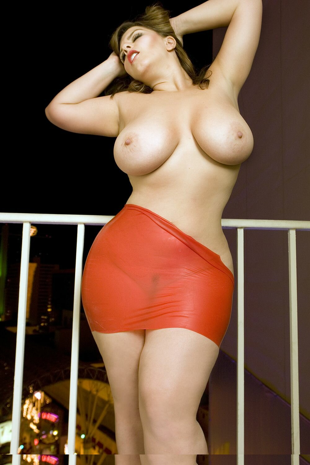 Curvy babes fucking naked — photo 8