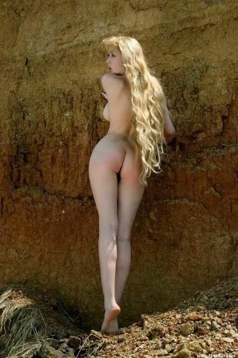 блондинка с длинными волосами голая секс