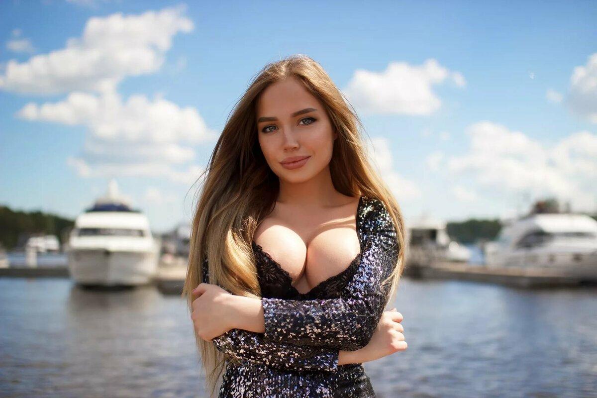 Красивые девушки с натуральными формами