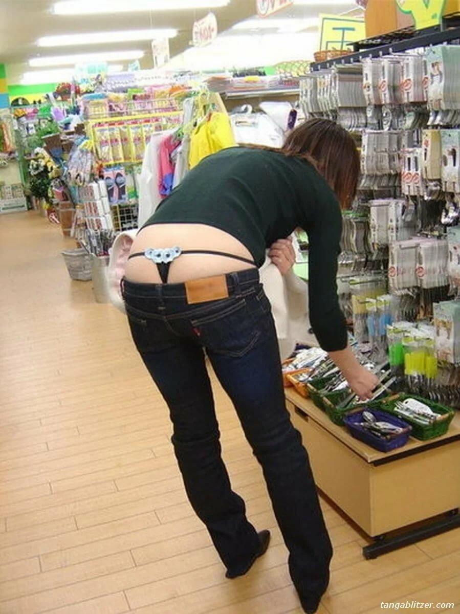 Порно картинки стринги под брюками #12