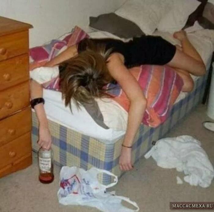 Муж снимает фото пьяной голой жены струйка спермы