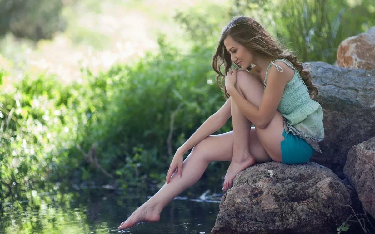 Фото молодые на озере отлизала